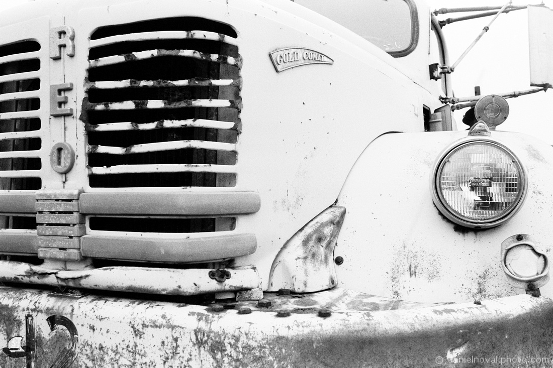 Film Photography: REO Gold Comet, Vintage & Decaying, Pentax Spotmatic, Cinestill BwXX / Kodak 5222, XTOL
