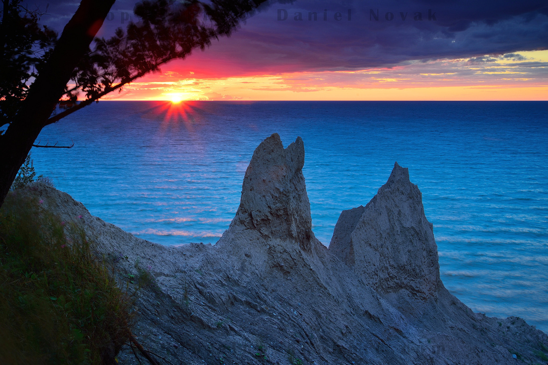 Te day is over at Chimney Bluffs. Sky is warm, water is cold. Colorful show of nature!